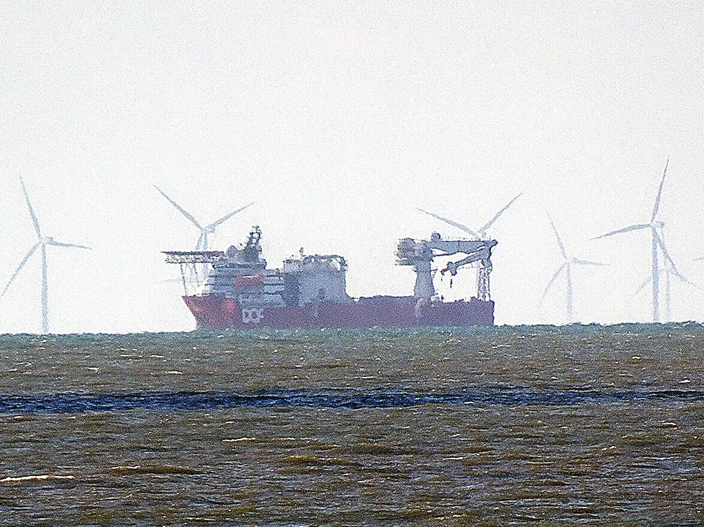 Ship working in the offshore wind farm, Find out what it is with Ship Tracking